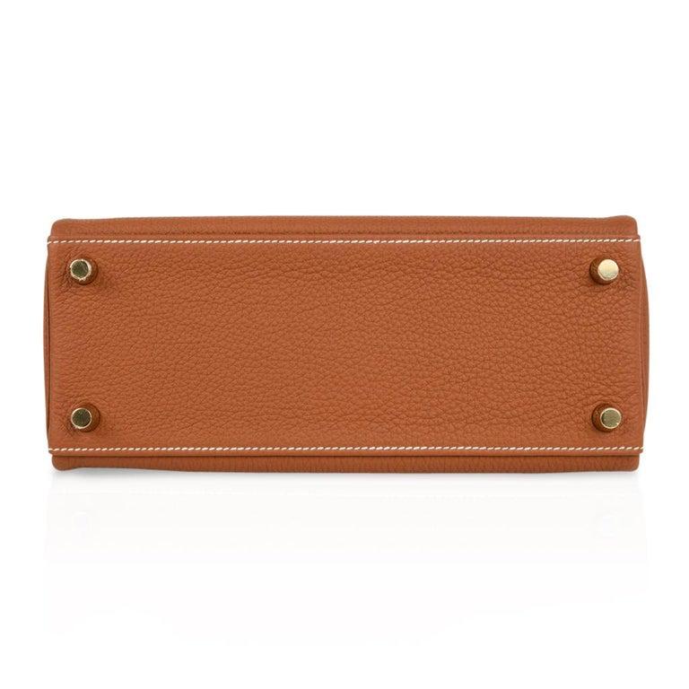 Hermes Kelly 25 Retourne Bag Coveted Gold Togo Gold Hardware  For Sale 4
