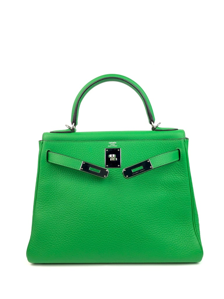 Hermes Kelly 28 Bamboo Green Palladium Hardware  In Excellent Condition For Sale In Miami, FL