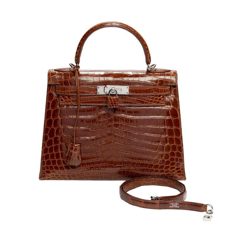 Here is a rare little gem that we are proud to present: Hermes Kelly bag 28 sellier in crocodile color