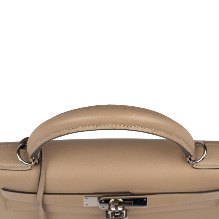 Hermès Kelly 28 handbag with strap in epsom leather Trench color, new condition  For Sale 5
