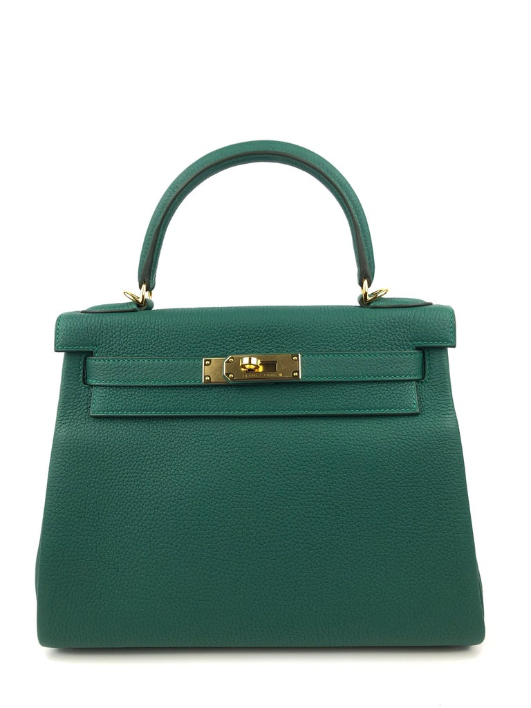 New Hermes Kelly 28 Malachite Gold Hardware. Rare find! 2020 Y Stamp.   Shop with confidence from Lux Addicts. Authenticity guaranteed!