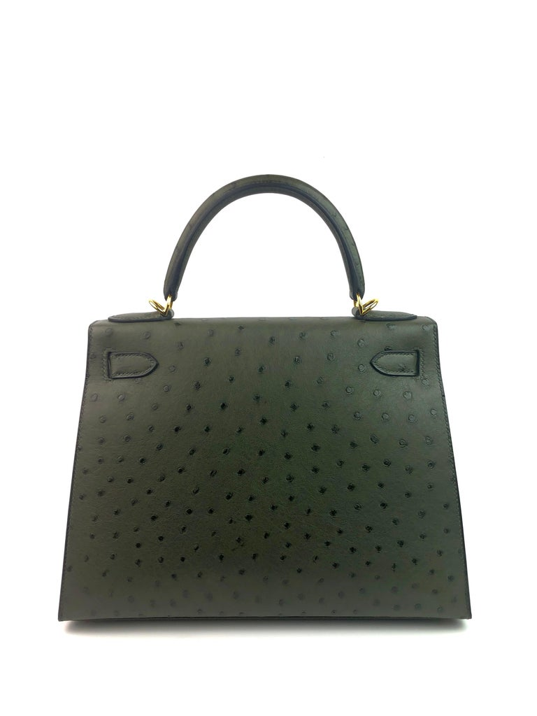 Hermes Kelly 28 Ostrich Vert Veronese Green Gold Hardware  In Excellent Condition For Sale In Miami, FL