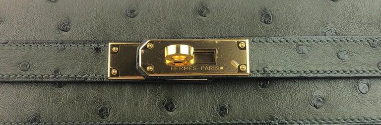 Women's or Men's Hermes Kelly 28 Ostrich Vert Veronese Green Gold Hardware  For Sale