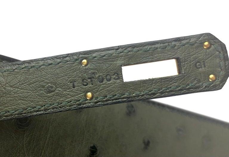 Hermes Kelly 28 Ostrich Vert Veronese Green Gold Hardware  For Sale 3