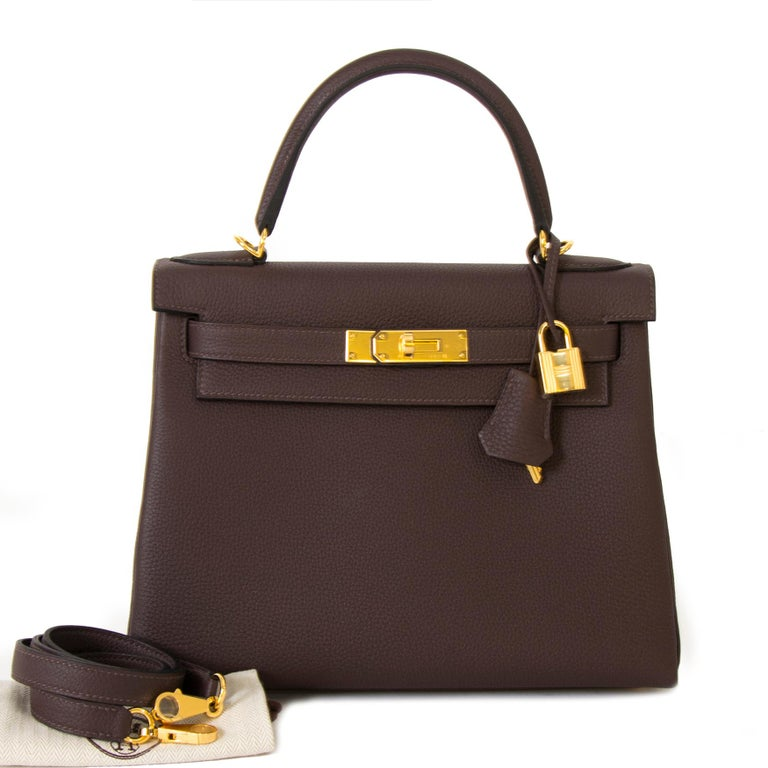 This gorgeous Hermès Kelly 28 Retourne Togo Chocolat GHW is brand new and comes with full set. Skip the waiting list and get your hands on the world's most wanted bag. The lovely grained togo leather comes in a warm Chocolat brown color and