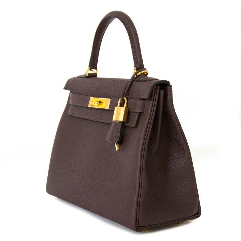 Women's or Men's Hermès Kelly 28 Retourne Togo Chocolat GHW  For Sale