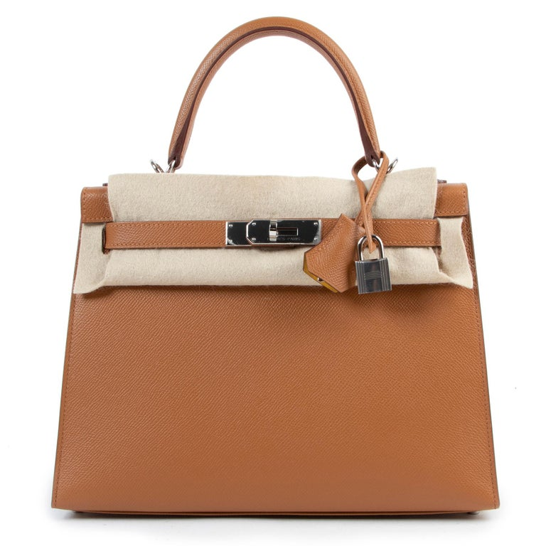 Brown Hermès Kelly 28 Verso Gold Ambre Epsom PHW For Sale