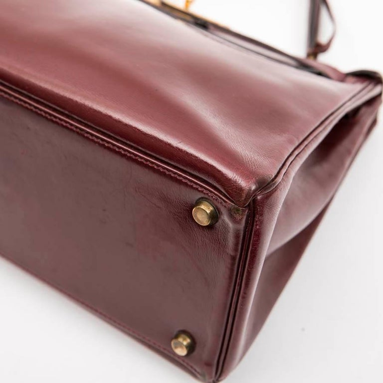 82a4e8eff0b3 HERMES Kelly 28 Vintage Bag in  H  Red Box Leather For Sale at 1stdibs