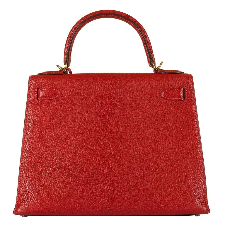 Hermes Kelly 28cm in rare Chevre Mysore - Rouge 'H' Leather with Gold Hardware In Excellent Condition For Sale In London, GB