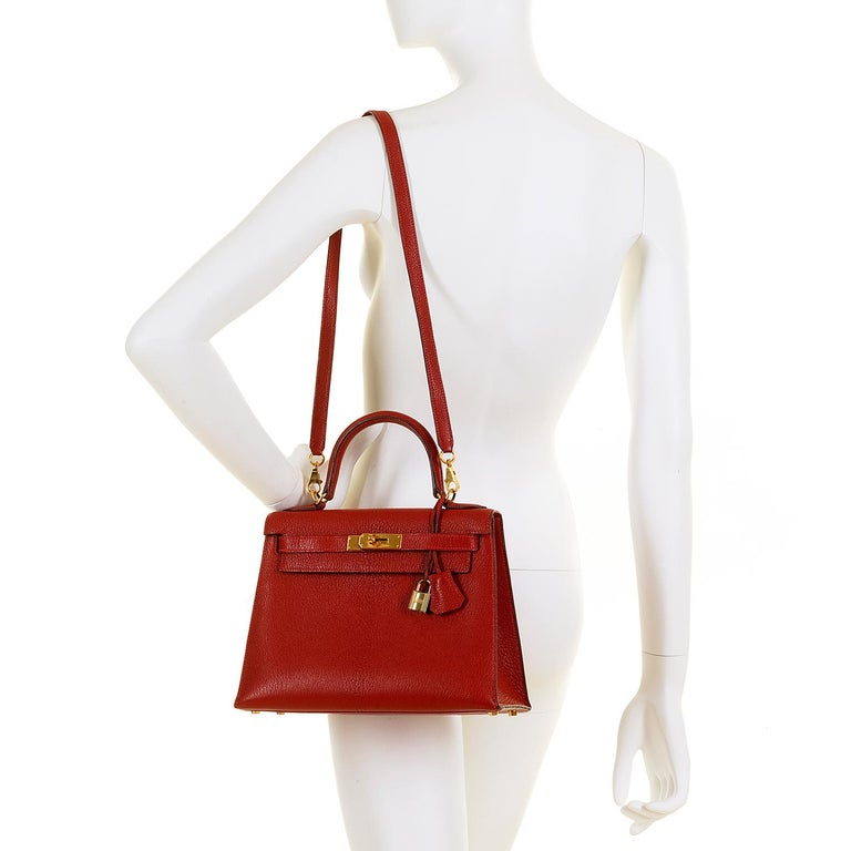 Women's Hermes Kelly 28cm in rare Chevre Mysore - Rouge 'H' Leather with Gold Hardware For Sale