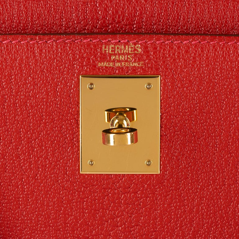 Hermes Kelly 28cm in rare Chevre Mysore - Rouge 'H' Leather with Gold Hardware For Sale 1