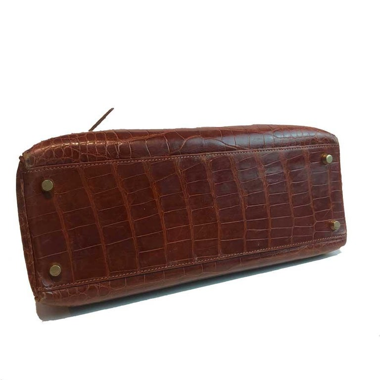 HERMES Kelly 32 Alligator And Golden Jewelry In Good Condition For Sale In Paris, FR