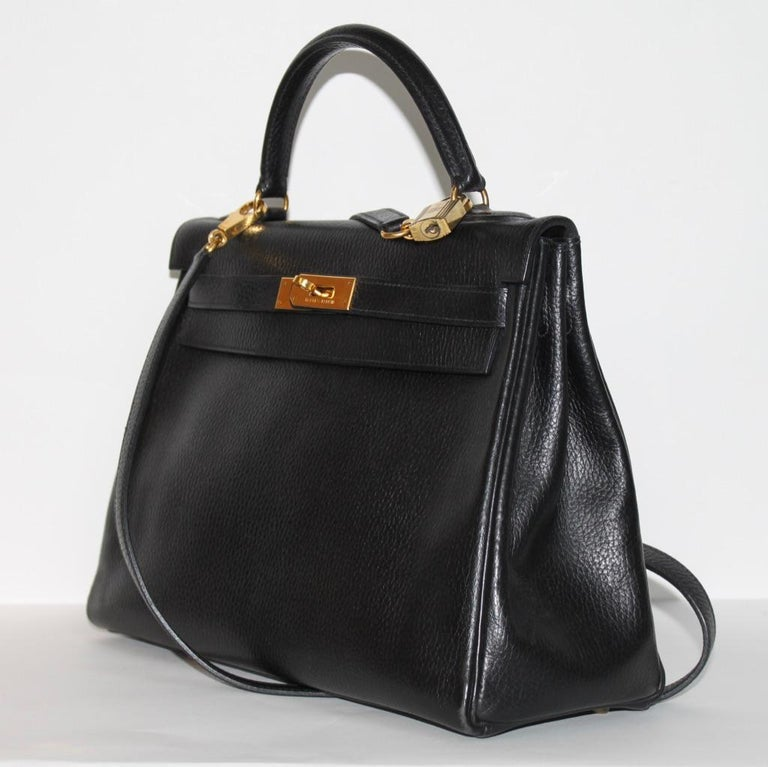 Hermes Kelly 32 Bag black leather with gold Hardware Tote/Crossbody In Excellent Condition For Sale In Berlin, DE