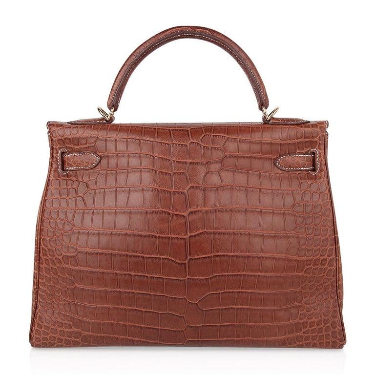 Hermes Kelly 32 Bag Matte Fauve Barenia Porosus Crocodile Gold Hardware  For Sale 5