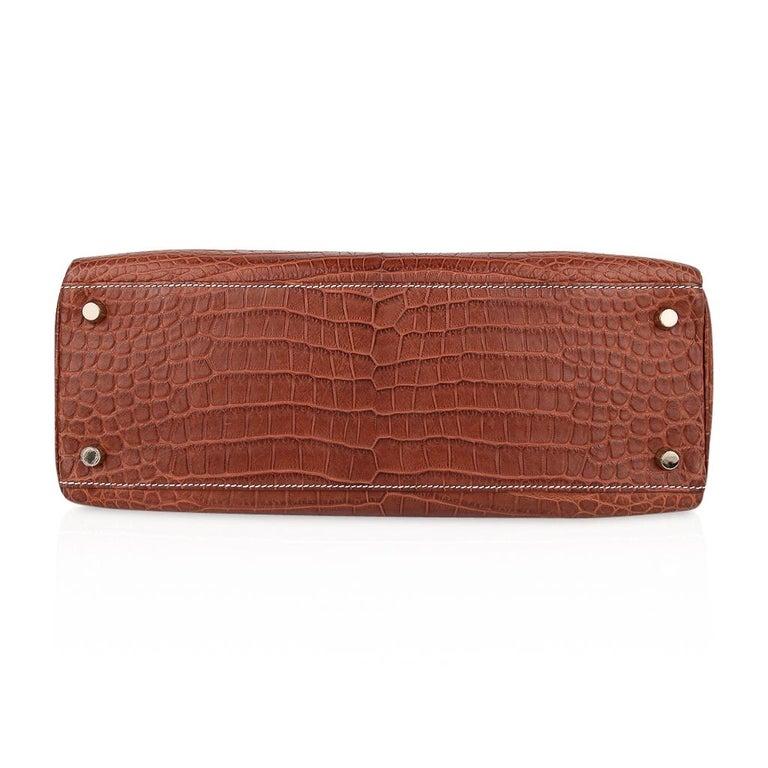 Hermes Kelly 32 Bag Matte Fauve Barenia Porosus Crocodile Gold Hardware  For Sale 8