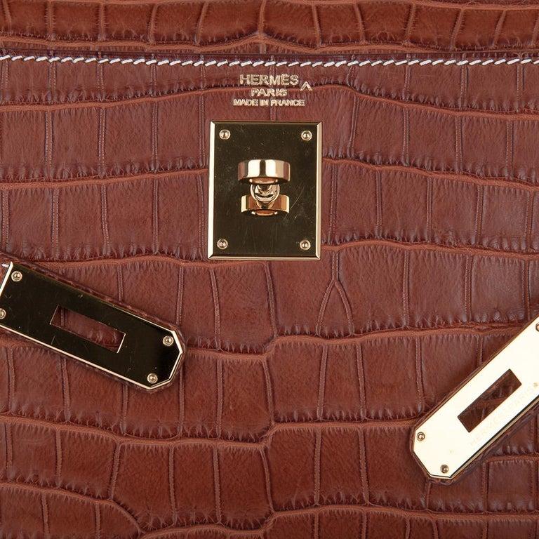 Brown Hermes Kelly 32 Bag Matte Fauve Barenia Porosus Crocodile Gold Hardware  For Sale