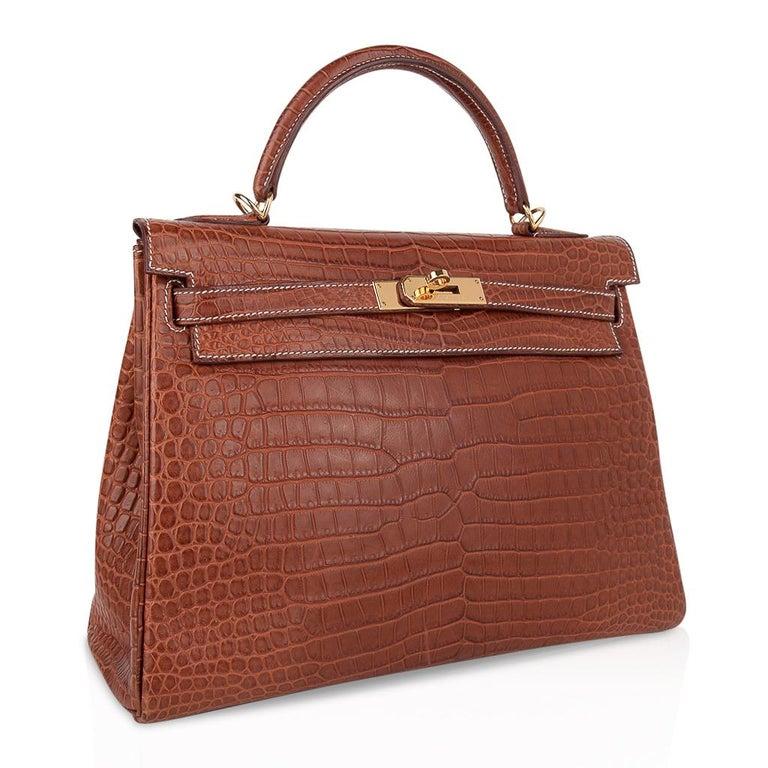 Women's Hermes Kelly 32 Bag Matte Fauve Barenia Porosus Crocodile Gold Hardware  For Sale