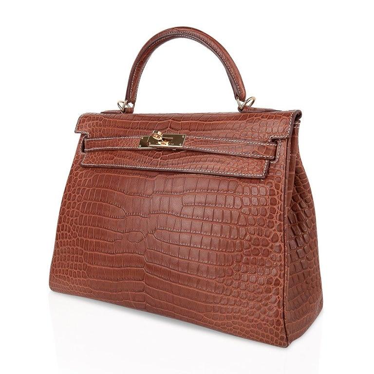 Hermes Kelly 32 Bag Matte Fauve Barenia Porosus Crocodile Gold Hardware  For Sale 2