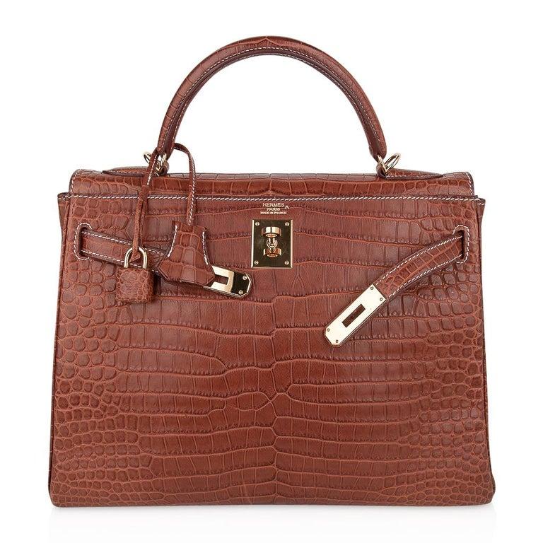 Hermes Kelly 32 Bag Matte Fauve Barenia Porosus Crocodile Gold Hardware  For Sale 3