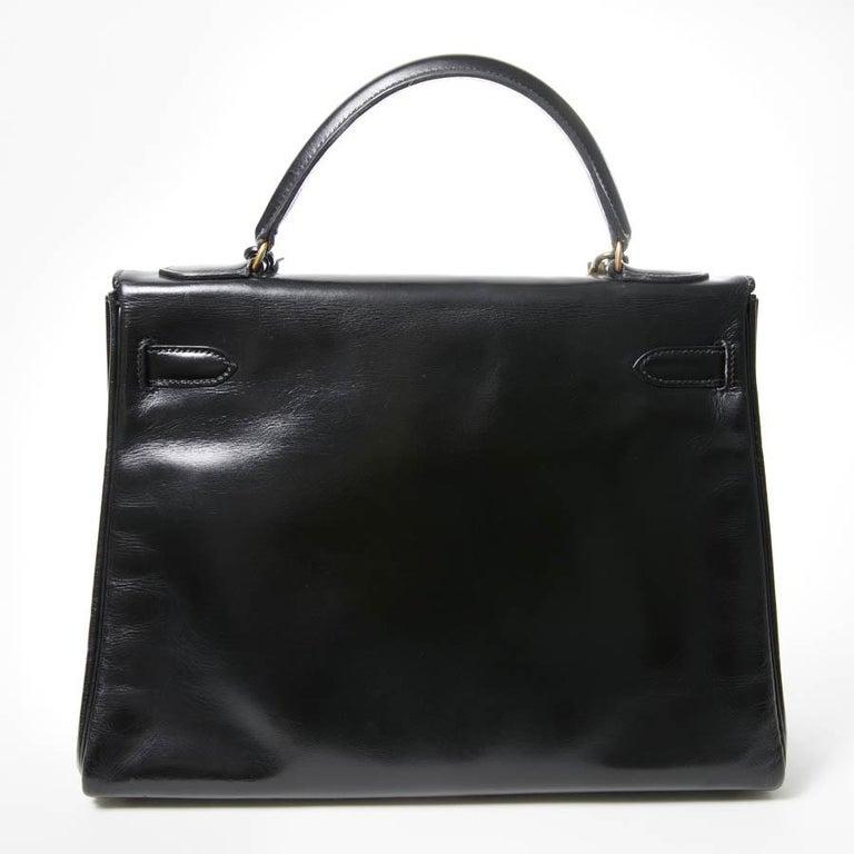 HERMES Kelly 32 Black Box Calfskin Bag In Excellent Condition For Sale In Paris, FR
