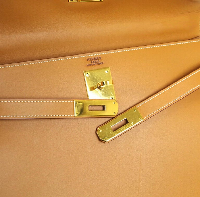 Leather Gold hardware Leather lining Date code present Made in France Handle drop 3.5