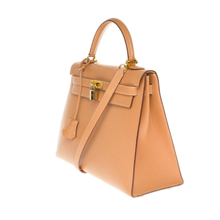 Hermès Kelly 32cm sellier handbag with strap in gold courchevel leather, GHW In Excellent Condition For Sale In Paris, Paris
