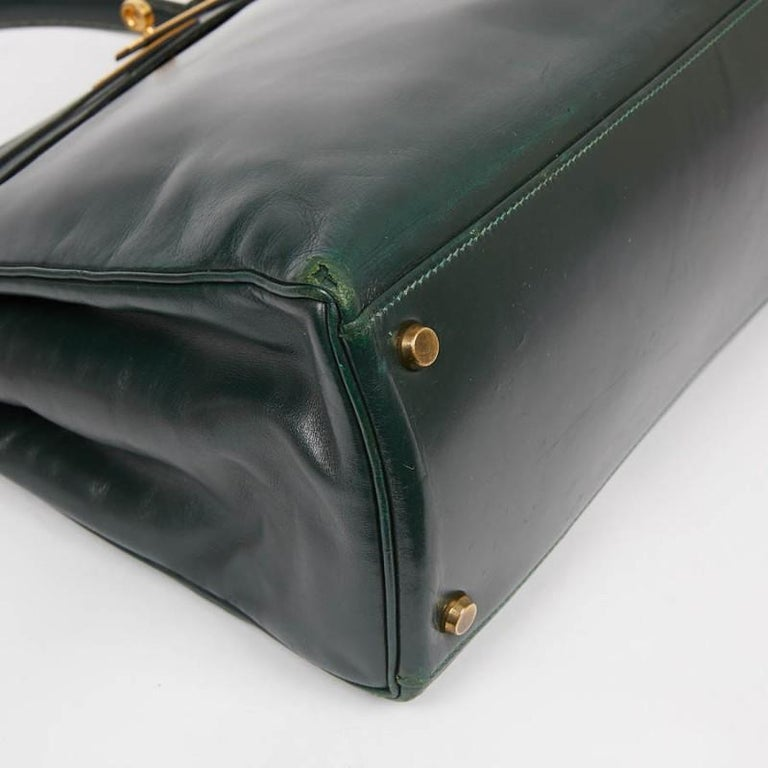 HERMES Kelly 35 Green Box Leather In Good Condition For Sale In Paris, FR