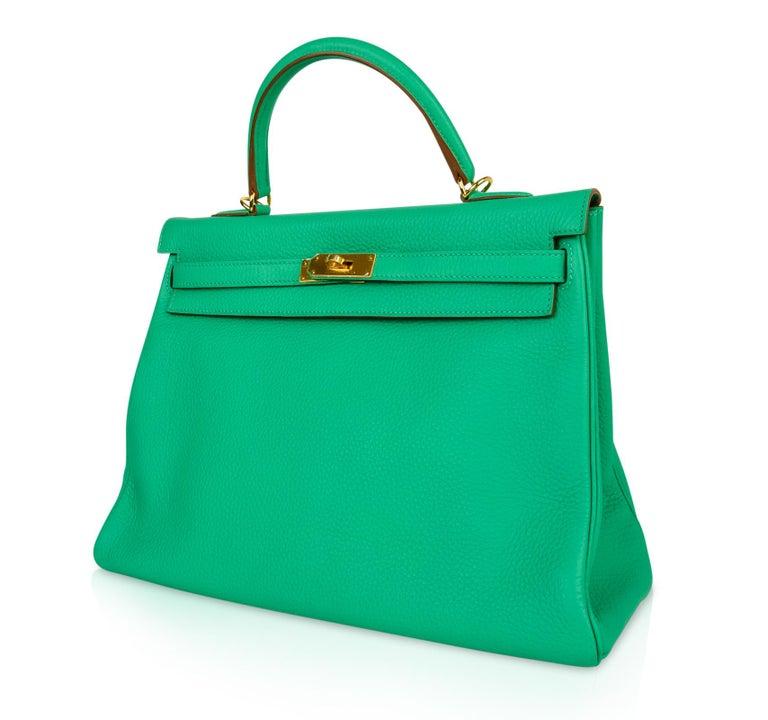 Women's Hermes Kelly 35 Bag Menthe Fresh Green Retourne Gold Hardware   For Sale