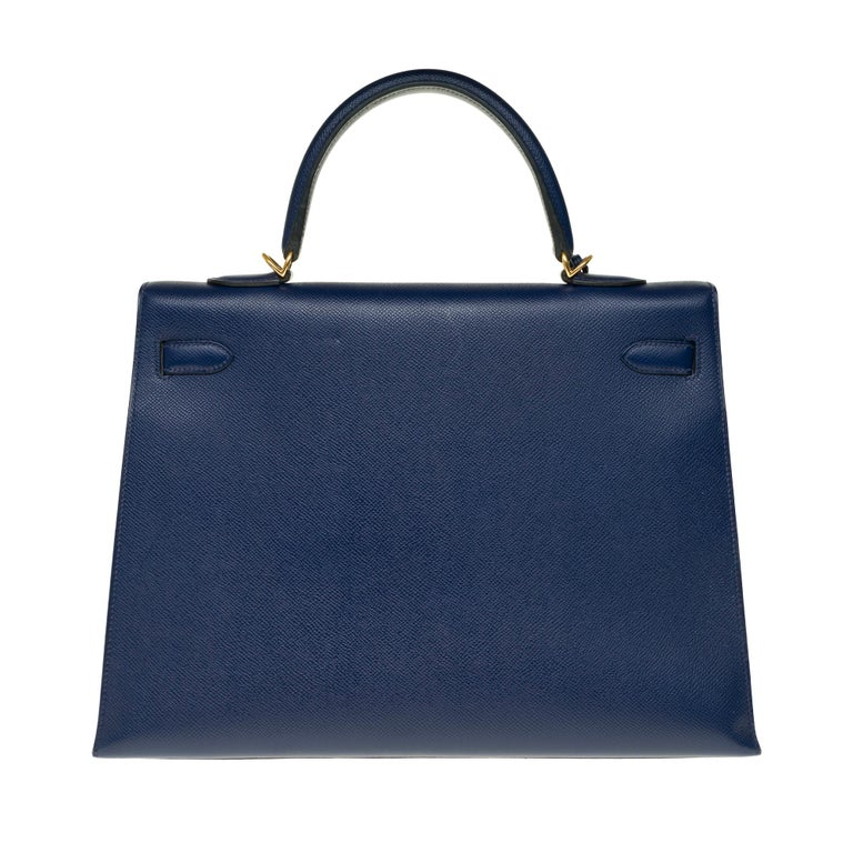 Superb Hermes Kelly 35 sellier bag in sapphire blue epsom, gold-plated metal trim, removable shoulder strap in blue epsom, simple blue leather handle allowing a hand or shoulder strap . Closure by flap. Lining in blue leather, one zip pocket, 2