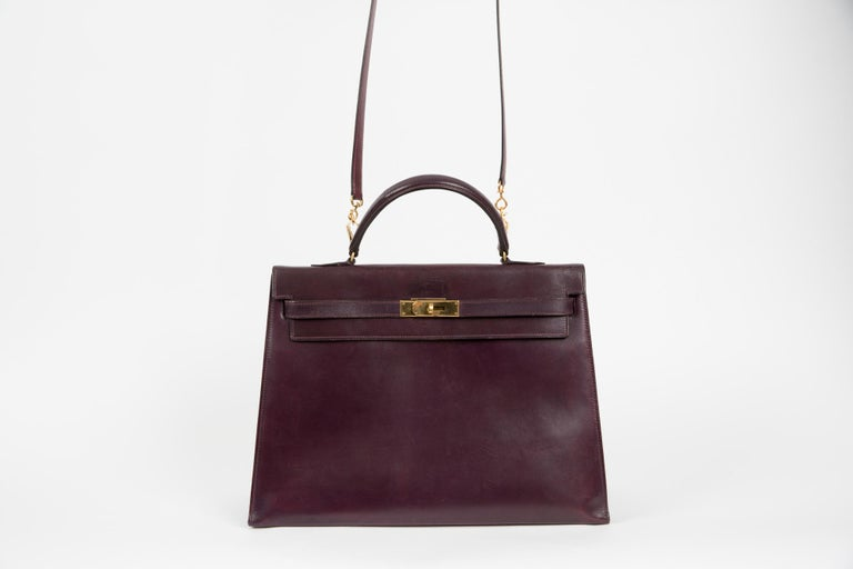 Hermes Kelly 35cm Cherry Boxcalf     In Good Condition For Sale In Paris, FR