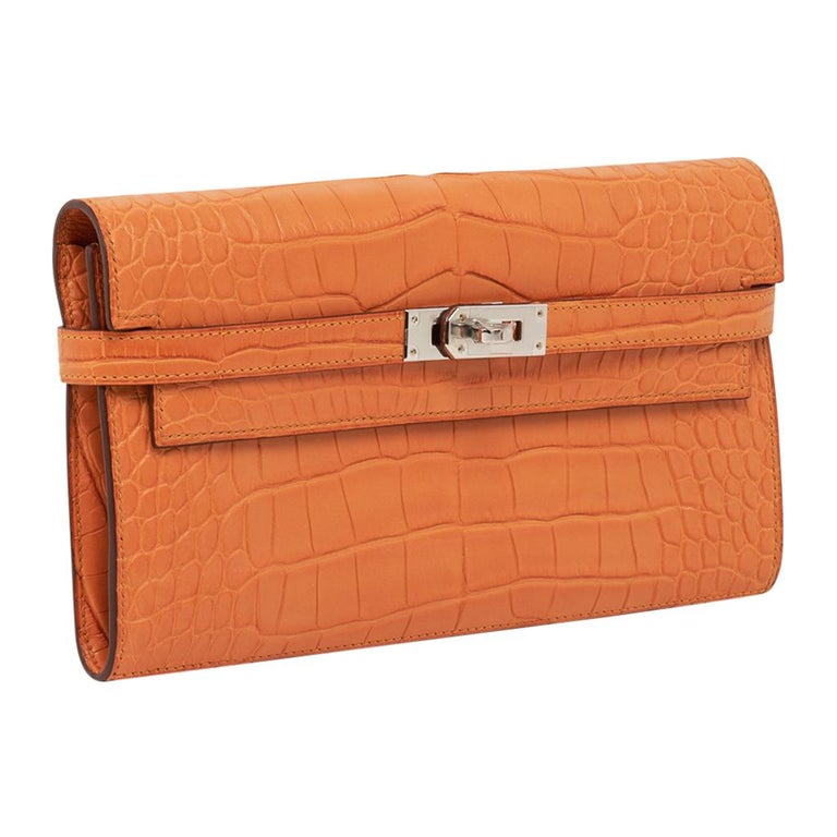 Orange Hermes Kelly Classic Long (Longue) wallet featured in rare Abricot matte alligat For Sale