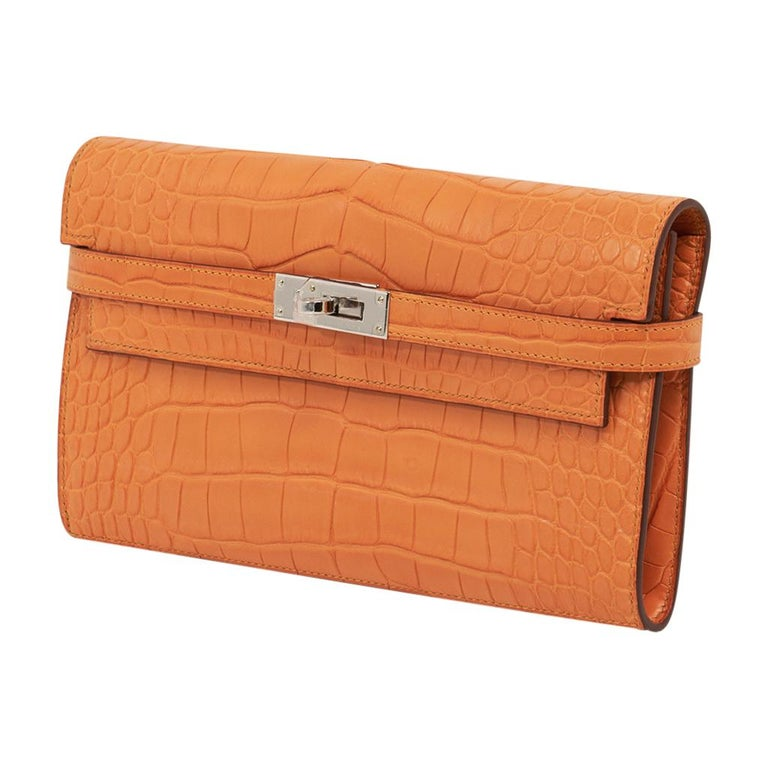 Women's Hermes Kelly Classic Long (Longue) wallet featured in rare Abricot matte alligat For Sale