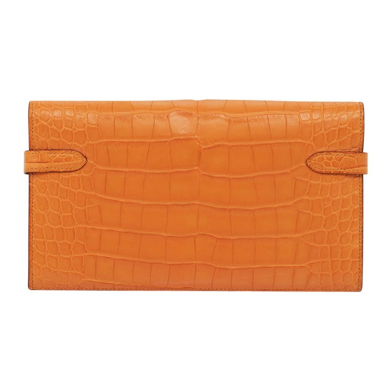 Hermes Kelly Classic Long (Longue) wallet featured in rare Abricot matte alligat For Sale 1