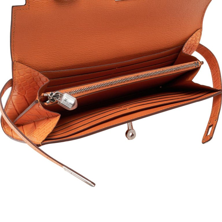 Hermes Kelly Classic Long (Longue) wallet featured in rare Abricot matte alligat For Sale 2