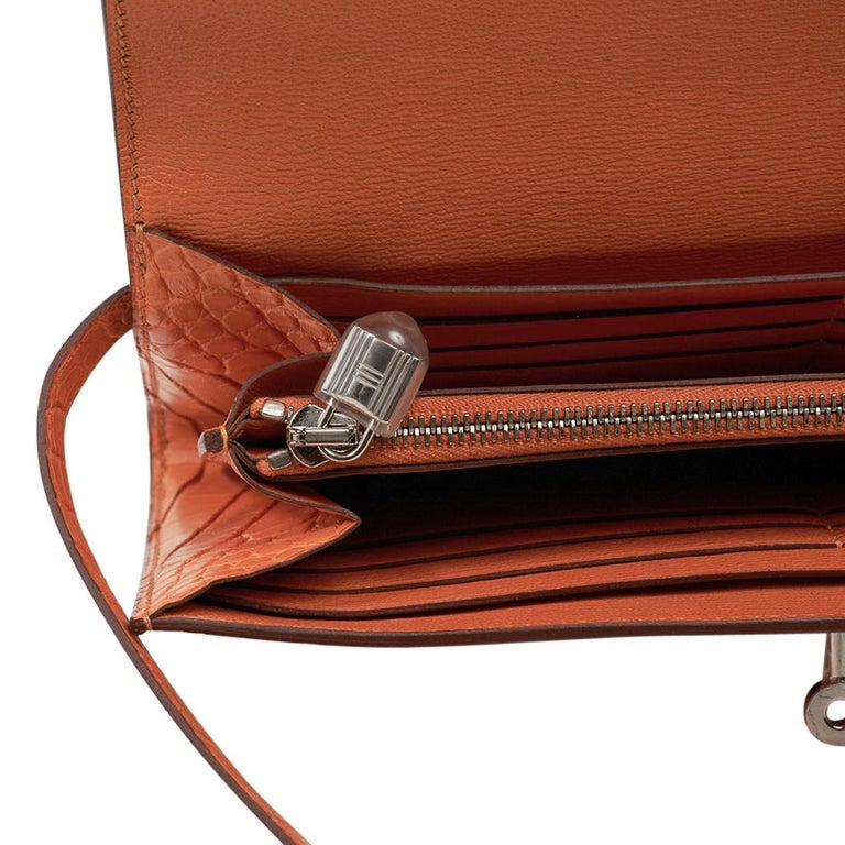 Hermes Kelly Classic Long (Longue) wallet featured in rare Abricot matte alligat For Sale 3