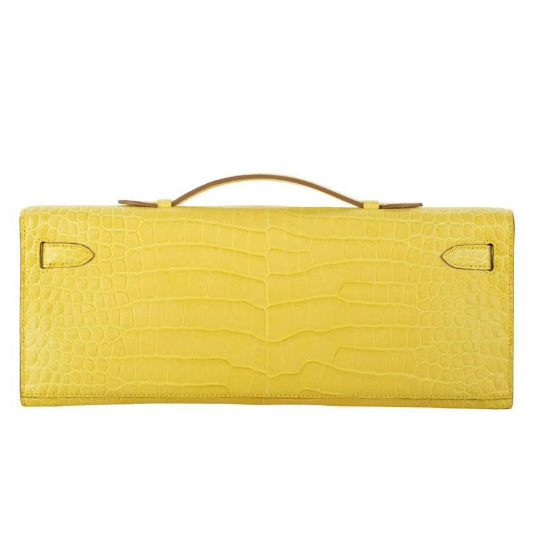 Women's or Men's Hermès Kelly Cut Clutch Mimosa Matte Porosus Crocodile Palladium Hardware For Sale