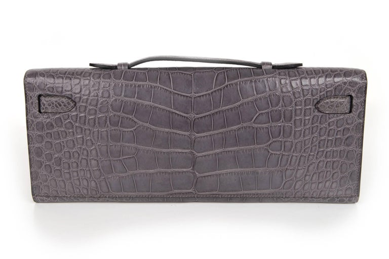 Hermes Kelly Cut Gris Paris Grey Matte Crocodile Palladium Bag  In Excellent Condition For Sale In Miami, FL