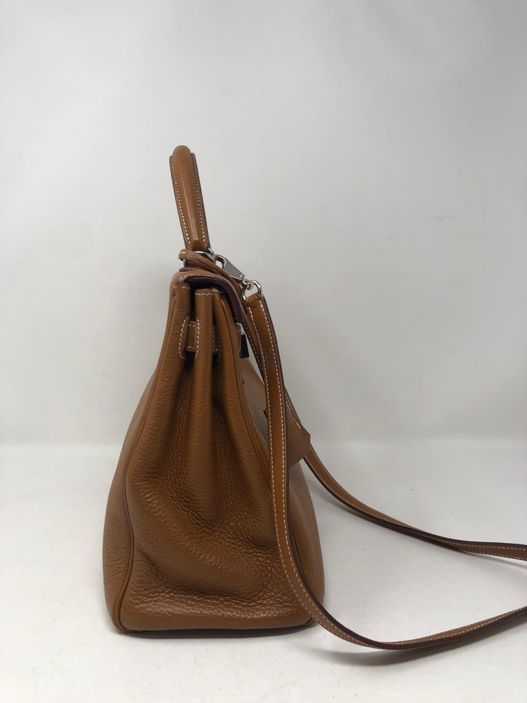 Hermes Kelly Gold 32 Bag In Excellent Condition For Sale In Athens, GA