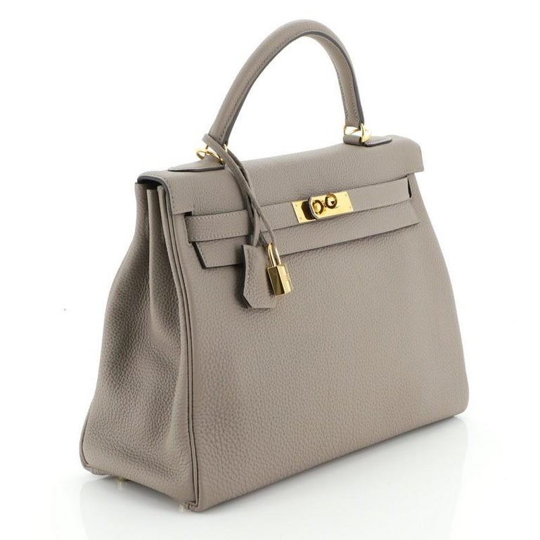Hermes Kelly Handbag Gris Asphalte Togo with Gold Hardware 32 In Good Condition For Sale In New York, NY