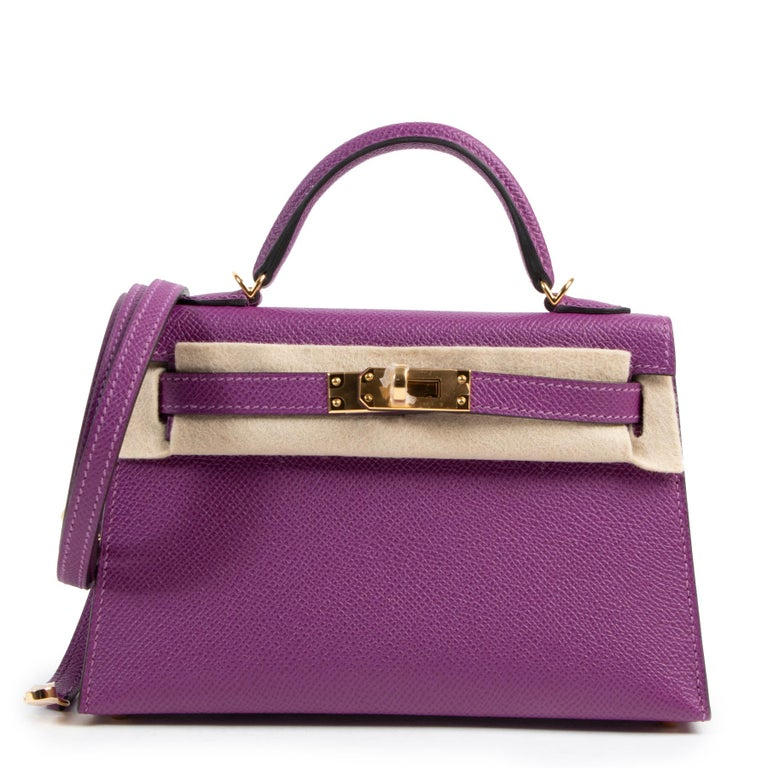 This beautiful and precious Hermès Kelly II Mini Veau Epsom Anemone GHW features a detachable shoulder strap and it the perfect bag for a night out. The gold tone hardware complements the anemone purple hue. Epsom leather is known to be sturdy,