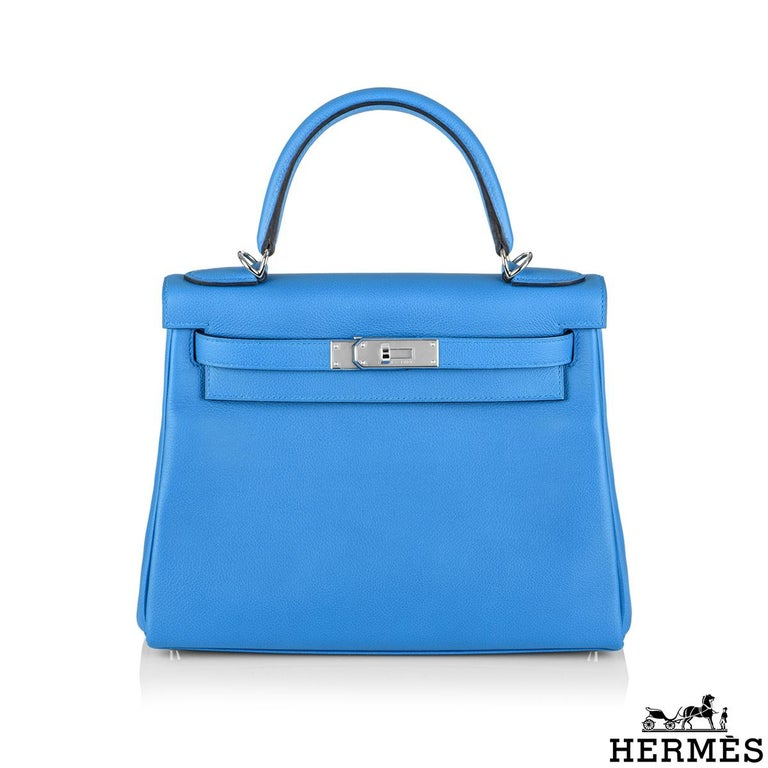 An exquisite Hermès Kelly II Bleu Frida Retourne 28cm Handbag. The vivid blue evercolour calfskin leather bag is detailed with palladium hardware. The exterior of this Kelly features a Retourne style in blue calfskin leather. It has a front toggle