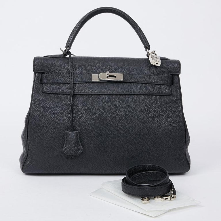 Elegant Kelly II bag from HERMES in black Togo calfskin. A must to have in your wardrobe. The trim is in palladium silver metal. It can be carried in the hand or using a removable shoulder strap. Flap closure. It is in very good condition, very