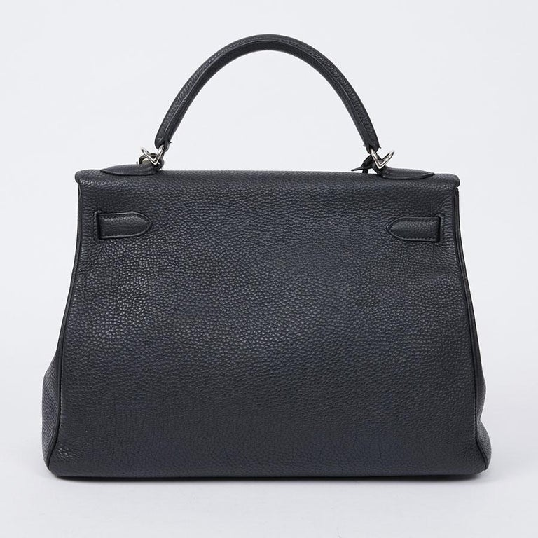 HERMES Kelly In Black Togo Leather With Removable Strap In Excellent Condition For Sale In Paris, FR