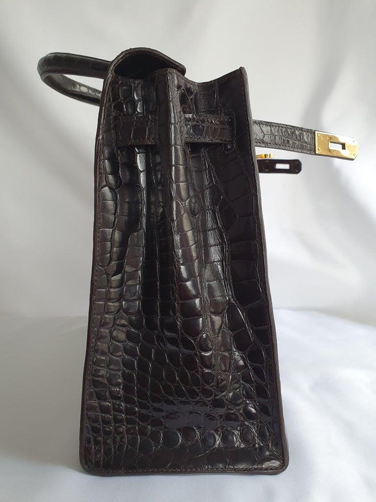 - Designer: HERMÈS - Model: Kelly - Condition: Very good condition. Scratches on hardware - Accessories: Padlock, Keys - Measurements: Width: 35,5cm , Height: 24,5cm , Depth: 13cm  - Exterior Material: Porosus Crocodile  - Exterior Color: Brown -