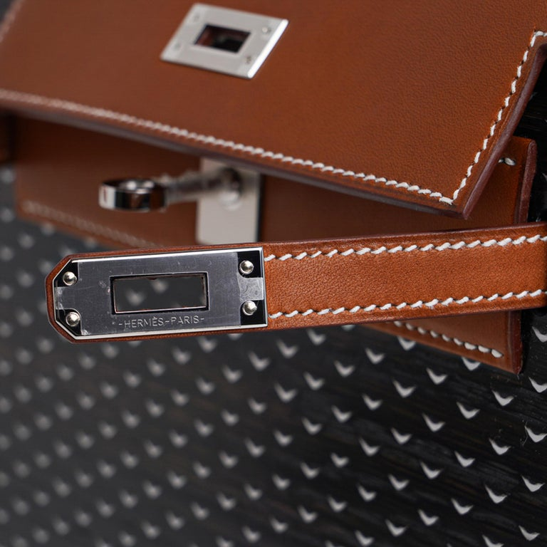 Mightychic offers a guaranteed authentic exquisite limited edition Hermes Kellywood