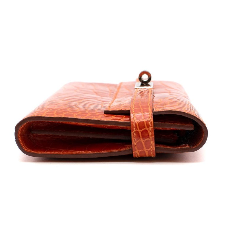 Hermès Kelly Long Wallet in Feu Lisse Alligator Mississippiensis PHW In Excellent Condition For Sale In London, GB
