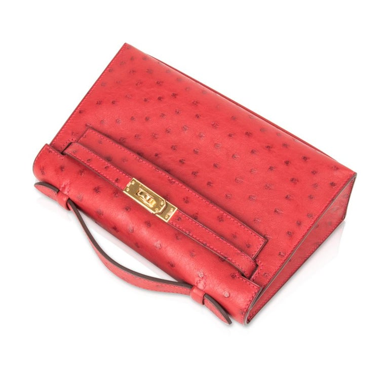 Women's Hermes Kelly Pochette Bag Rouge Vif Red Ostrich Clutch Gold Hardware For Sale