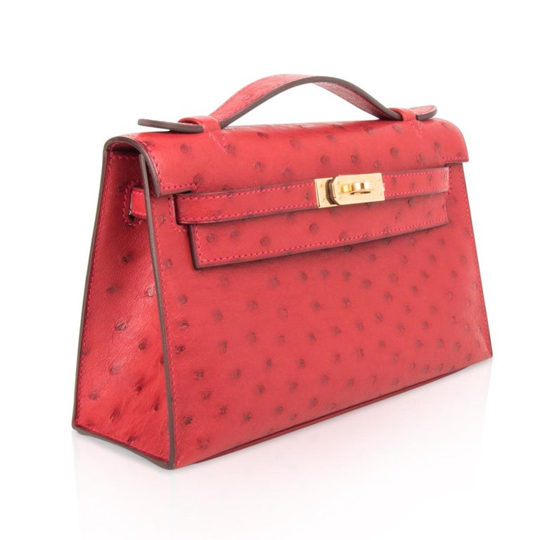 Hermes Kelly Pochette Bag Rouge Vif Red Ostrich Clutch Gold Hardware In New Condition For Sale In Miami, FL
