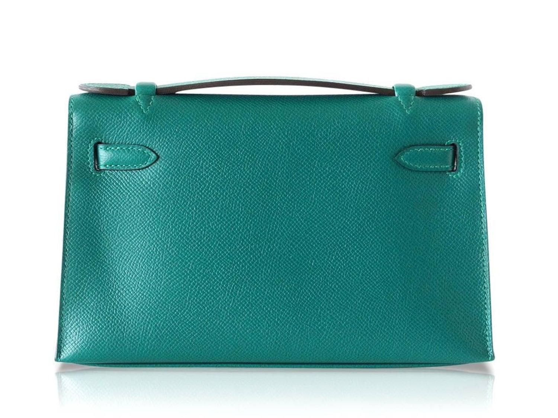 7e5ca0a923 Hermes Kelly Pochette Clutch Bag Emerald Toned Malachite Epsom Gold at  1stdibs