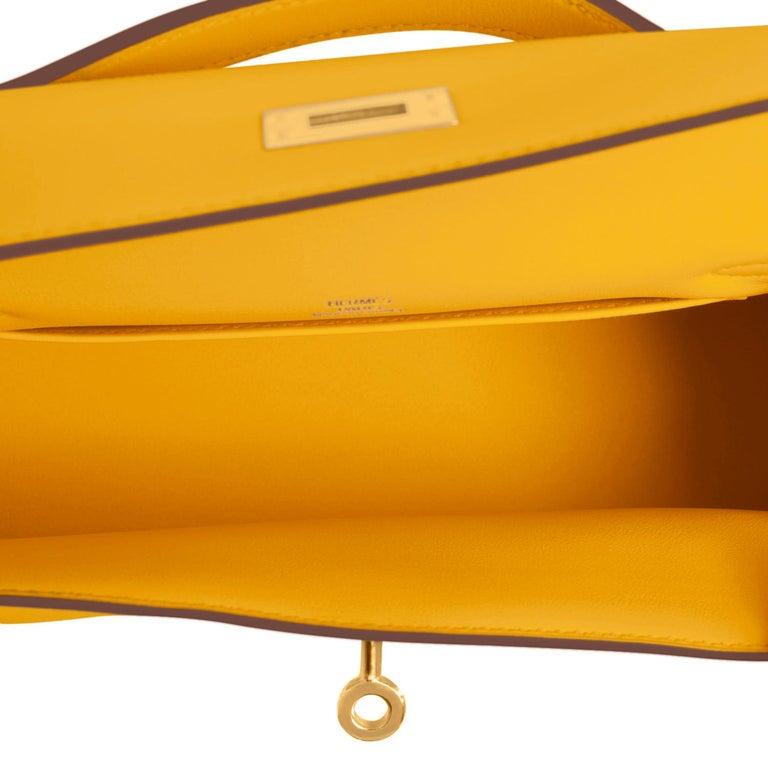 Hermes Kelly Pochette Jaune Ambre Gold Hardware Clutch Amber Bag Y Stamp, 2020 For Sale 2